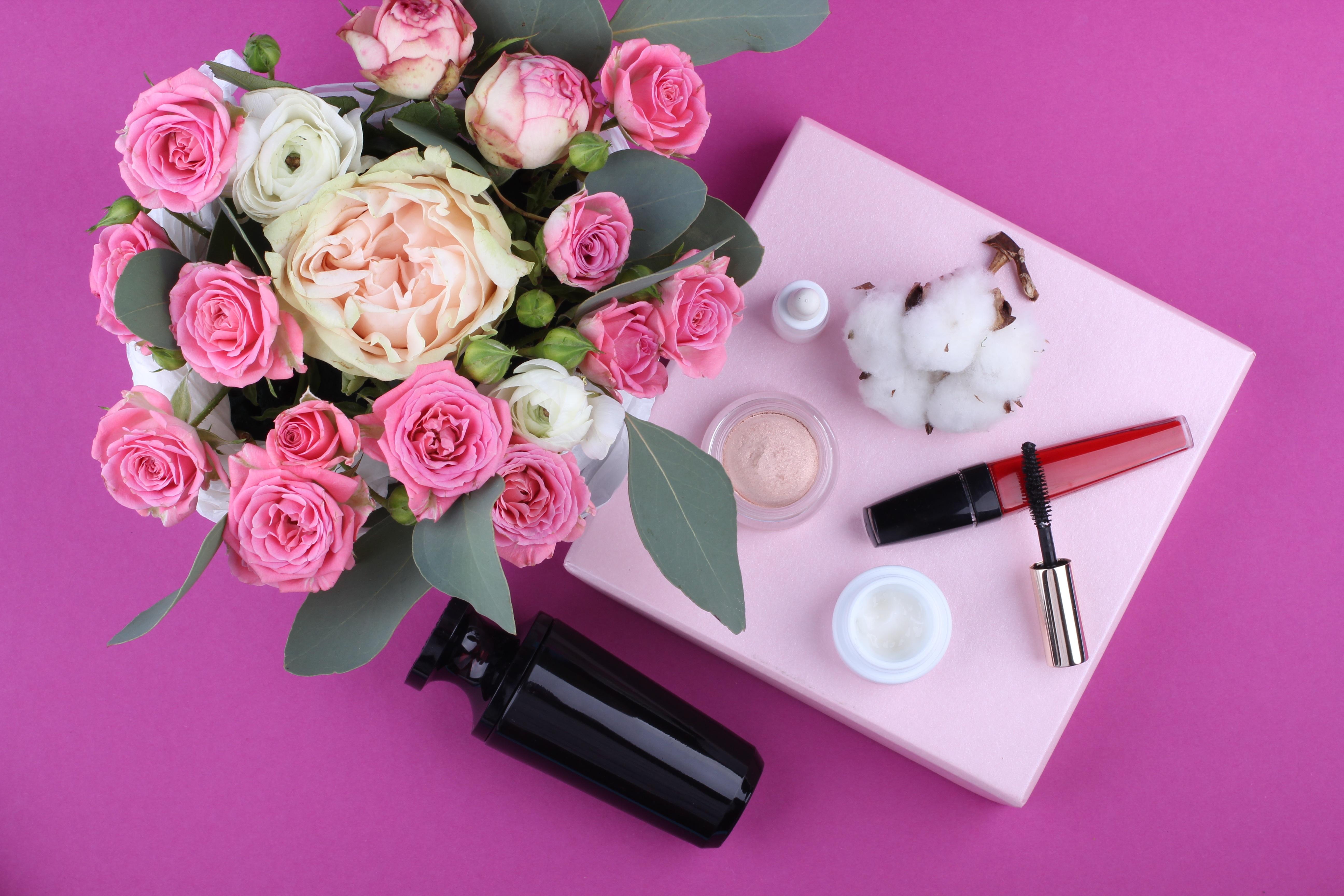 produits-cosmétique-et-maquillage-parfait-rose-petale-fleur